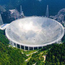 Proč nás mimozemšťané neslyší? A proč neslyšíme my je?