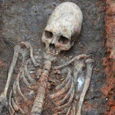 Záhadná žena s podlouhlou lebkou z Ingušska. Rituální oběť nebo sprostá vražda?