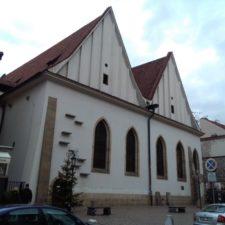 Pražská posvátná architektura. Kde najdete ezoterické kříže?