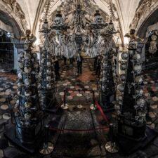 Morbidní nádhera dekorací z lidských kostí. Fascinuje i vybízí k zamyšlení